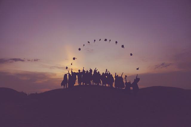 40+ Graduation Party Ideas - Canva