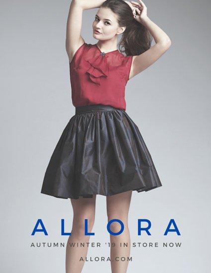 Шаблон постера с фотографией девушки на сером фоне