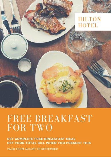 Дизайн скидочного купона с фотографией завтрака и надписью на оранжевом блоке