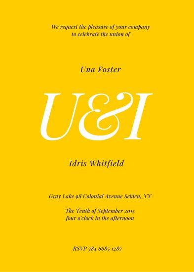 Пригласительный на свадьбу с белой надписью монограммой на желтом фоне