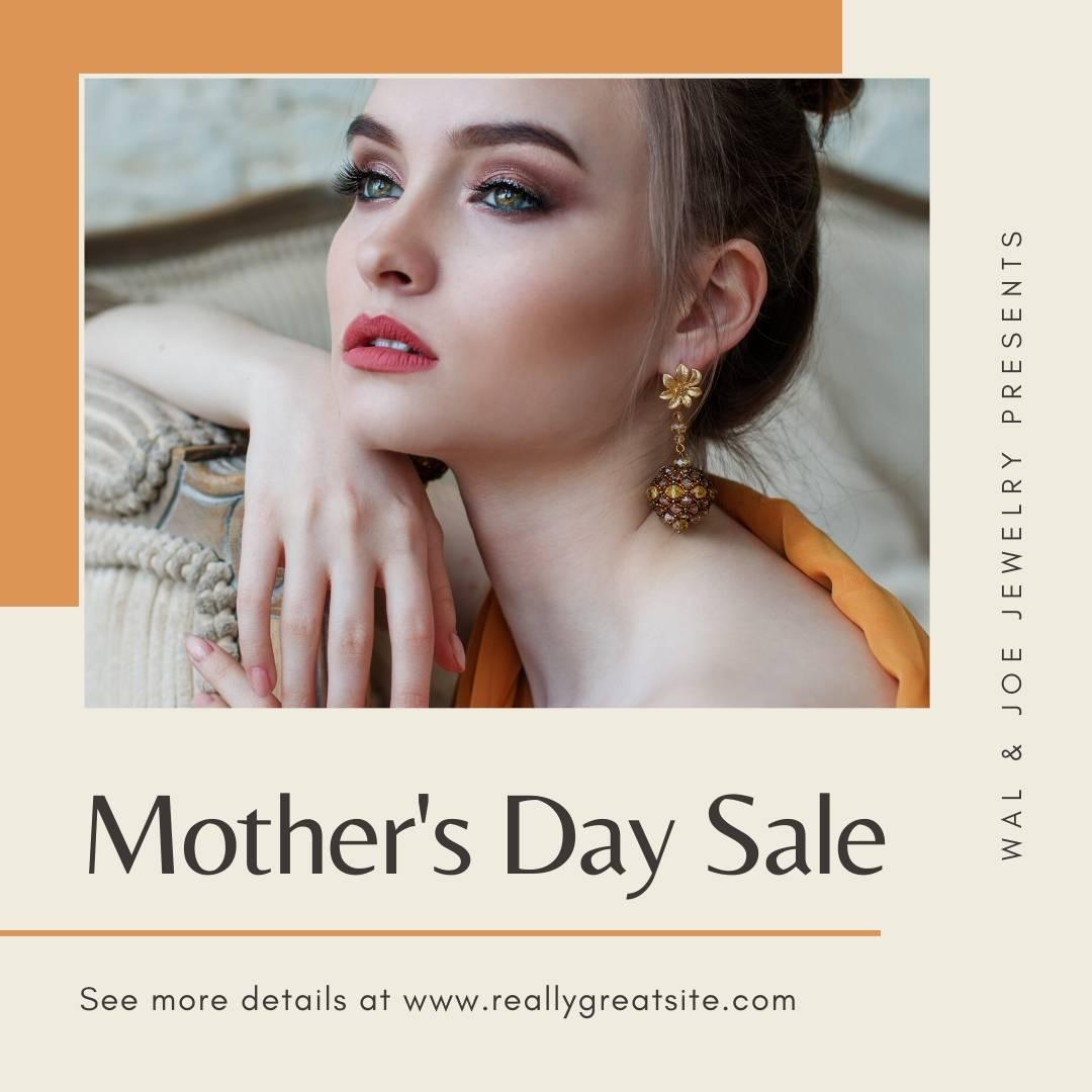 Реклама акции ко Дню матери с фото девушки