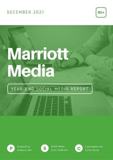 Образец отчета о рынке социальных медиа с фотографией человека за ноутбуком
