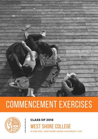 Макет программы тренингов с черно-белым фото и оранжевой графикой