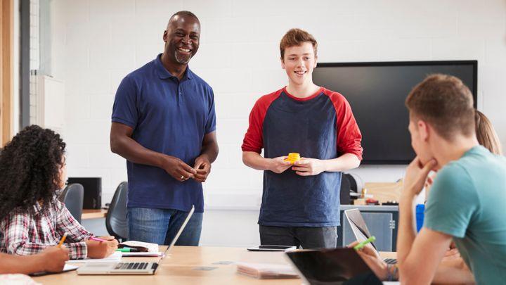 Canva-College-Student-Making-Presentation-2-tb-720x405